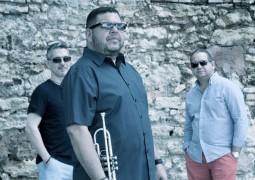 Julito Alvarado & Del Sur Al Norte – A MI Me Gusta Compay